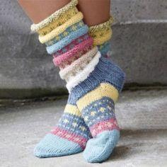 Norwegian knitting idea for pretty socks Tutti Frutti sokken. Norwegian knitting idea for pretty socks - Knitting 2019 trend Crochet Socks, Knitting Socks, Hand Knitting, Knit Crochet, Knitting Patterns, Crochet Patterns, Knit Socks, Woolen Socks, Knitted Gloves