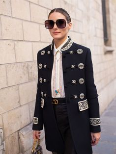 Olivia Palermo is seen on the street attending CHRISTIAN DIOR during Paris Haute Couture Fashion Week wearing Dior jacket on January 21 2019 in Paris. Estilo Olivia Palermo, Olivia Palermo Outfit, Olivia Palermo Lookbook, Olivia Palermo Style, Tommy Hilfiger, Giovanna Battaglia, Vogue, Christian Dior, Chic Black Outfits
