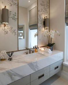 Inspiration for decorating a small guest bathroom.  Soothing neutral colour scheme and foliage wallpaper. Design & photo: Sophie Paterson Interiors