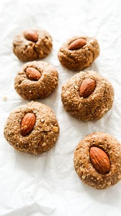 Healthy No-Bake Almond Butter Cookies (Energy Balls) - Beauty Bites Clean Eating Challenge, Food Challenge, Gluten Free Meal Plan, Dairy Free Recipes, Healthy Baking, Healthy Treats, Healthy Food, Healthy Recepies, Healthy Dishes