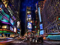 Lámina contemporánea de Nueva York por la noche, impresion de arte con luces de colores.