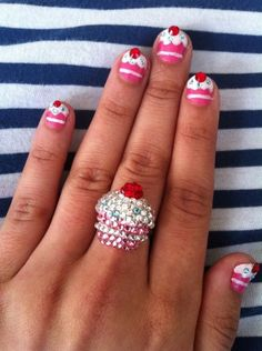 cupcake nails           omg Beth Pierce dont you just LOVE this!!!!!!!!