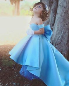 Elegant Off Shoulder High Low Satin Flower Girls Dresses Strapless Kids Pageant Gowns With Bow First Communion Dress Girls Blue Dress, Girls Pageant Dresses, Wedding Dresses For Girls, Little Girl Dresses, Flower Girl Dresses, Flower Girls, Pageant Gowns, Dress Wedding, Bridesmaid Dresses