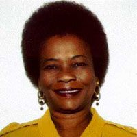 """Filomina Chioma Steady (Sierra Leona) relaciona los feminismos africanos con la autonomía y la cooperación femenina, y enfatiza en el hecho que las mujeres negras han estado oprimidas por cuestiones de género, pero también por esclavitud, colonialismo y racismo. Para ella, """"los enemigos no son los hombres, sino la historia"""". Principales ejes que defiende"""