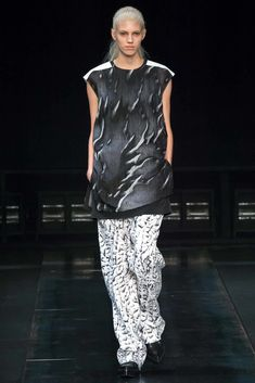 See the complete Helmut Lang Fall 2014 Ready-to-Wear collection.