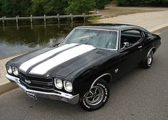 Gorgeous Chevy Chevelle. Love to have an old muscle car like this!