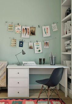 Desk in the teenage girls bedroom, colorful and cozy. Kilim rug, beautiful fabrics and bright colors - peach, coral, mint and blue. My project mooie kleur muur en het bureau is leuk