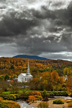 The Stowe Community Church, Vermont, USA.  Been there!  It is gorgeous in the fall. The cemetery is beautiful also.
