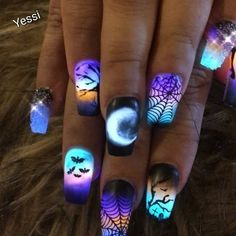 Discovered by ♌Fay Flitzgerard♌. Find images and videos about beautiful, nails and Halloween on We Heart It - the app to get lost in what you love. Holloween Nails, Halloween Acrylic Nails, Acrylic Nails Coffin Short, Blue Acrylic Nails, Summer Acrylic Nails, Disney Halloween Nails, Halloween Couples, Halloween Desserts, Halloween Halloween