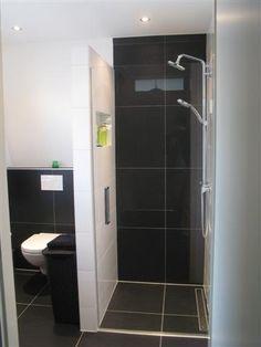 Moderne badkamer in mooie tegel combinatie