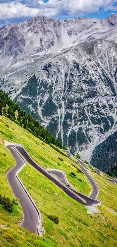 Cinematic Road Passo Dello Stelvio, Italy /// #travel #wanderlust #driving