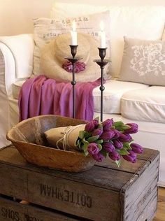 Interior:Rustic And Shabby Chic Decoration With Wooden Box Coffee Table And Dought Bowl For Flower And Black Vintage Candle Holders Dough Bo. Shabby Vintage, Vintage Roses, Vintage Modern, Vibeke Design, Piece A Vivre, Cool Ideas, Home And Deco, Shabby Chic Decor, Cottage Style