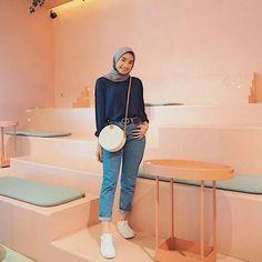Modern Hijab Fashion, Street Hijab Fashion, Hijab Fashion Inspiration, Muslim Fashion, Fashion Outfits, Fashion Ideas, Fashion Trends, Casual Hijab Outfit, Ootd Hijab