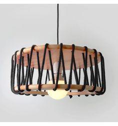 Wooden Lamp, Wooden Decor, Suspension Diy Luminaire, Diy Home Crafts, Diy Home Decor, Diy Para A Casa, Luminaria Diy, Round Chandelier, Boutique Deco