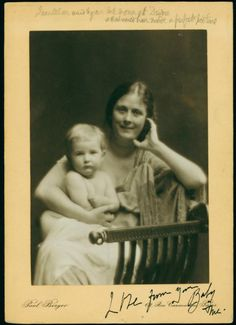 Isadora Duncan with daughter Deidre From New York Public Library Digital Collections.