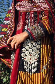 Iranian Turkmen woman's traditional dress - ALANGOO Inspiration