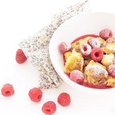 La recette facile et rapide des Kaiserschmarrn, des grosses crêpes soufflées autrichiennes, à déguster avec une compote ou un coulis de fruits.