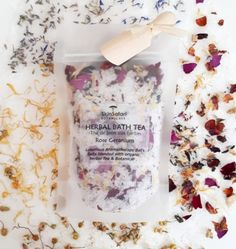 Sea salts, Epsom salts, Blended with herbs and essential oils Diy Bath Tea Recipes, Soap Recipes, Bath Salts Recipe, Bath Soak, Bath Water, Relaxing Bath, Lotion, Sugar Scrub Recipe, Perfume