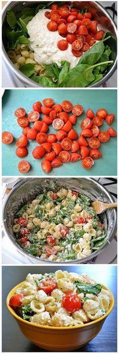 Salada de macarrão, tomatinho, rúcula e requeijão.