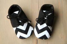 Black White chevron baby boy shoes baby par MartBabyAccessories