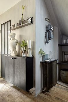 Il nous est donné encore une fois l'occasion d'admirer le travail de David Gaillard, décorateur et propriétaire du magasin Les Curieuses, à Paris, grâce aux photos de Sandrine Fournier. Dans cet unive