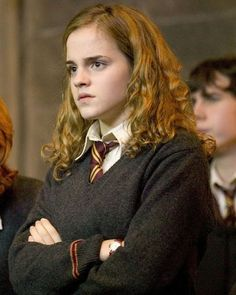 ''Harry Potter And The Goblet Of Fire'' - Hermione suspects . Humour Harry Potter, Harry Potter Cast, Harry Potter Characters, Harry Potter World, Hermione Granger, Harry Potter Hermione, Draco Malfoy, Emma Watson, Fans D'harry Potter