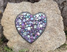 Making a mosaic on a rock is very popular and easy to do. This & to Mosaic& shows you step by step, creating a beautiful piece of art. Mosaic Rocks, Mosaic Tile Art, Mosaic Stepping Stones, Mosaic Crafts, Mosaic Projects, Stone Mosaic, Mosaic Glass, Glass Art, Stained Glass