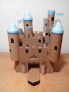 El castillo del Belén con rollos de papel