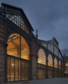 The Carreau du Temple / studioMilou architecture The Carreau du Temple, a historic steel and glass market from 1868 located in the Marais district of Paris, was reopened by the mayor of Paris on 20 February This building, with its characteristically Architecture Renovation, Industrial Architecture, Facade Architecture, Sustainable Architecture, Landscape Architecture, Villa Del Carbon, Steel Doors And Windows, Warehouse Living, Casa Loft