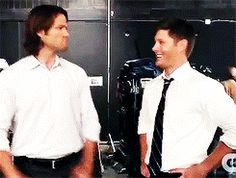 Here's a gif of Jared punching Jensen. <<looks painful. << if you watch it for long enough you realize he's not actually punchin Jensen but it's still funny Sammy Supernatural, Dean Castiel, Dean Winchester, Winchester Brothers, Supernatural Quotes, Jensen Ackles, Jensen And Misha, Jared Padalecki, Misha Collins