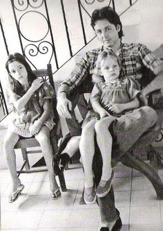 Paul McCartney and and 2 of hits daughters : Mary and Stella