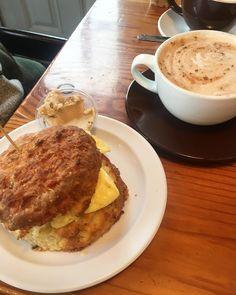Best Sundays are made of this #deanneeats @ballardbiscuitandbean #sundays #breakfast #yum #weekend #perfection #eat #cantstopwontstop #favorite #instagood #foodstagram #latergram @paulrhynard