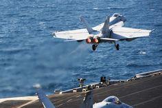 Eine F/A-18E Super Hornet startet vom Flugzeugträger USS George H.W. Bush. (Foto: dpa)