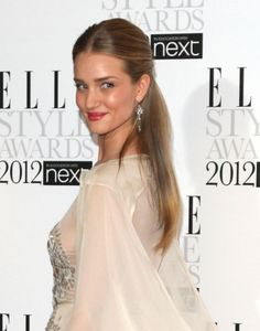 Rosie Huntington-Whiteleys elegant half up, half down hairstyle