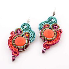 Today's Obsession : Soutache Earrings - The Teeny tiny à Tout Faire Thread Jewellery, Boho Jewelry, Jewelry Crafts, Beaded Jewelry, Earrings Handmade, Handmade Jewelry, Soutache Necklace, Jewellery Sketches, Earring Trends
