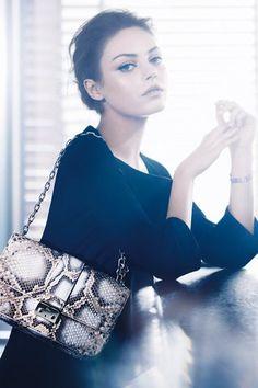 <3 Mila Kunis, égérie des sacs Miss Dior, Marc Jacobs et Louis Vuitton aux Arts Déco, le programme de la Fashion Week haute couture printemps-été 2012...