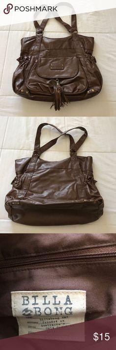 Billabong hobo bag Billabong hobo bag. In really good condition. Bottom of bag has small scuffs. But not noticeable. Bundle and make an offer 🌻 Billabong Bags Hobos