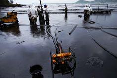 Proseguono le operazioni di ripulitura dell'isola di Koh Samet e intanto la chiazza di petrolio fuoriuscita sabato nel Golfo di Thailandia continua la sua corsa verso la costa nord-orientale del Paese, facendo temere danni non solo per il settore turistico ma anche per quello ittico. Nonostante il p