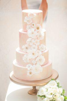 Hochzeitstorte in rosa mi zarten Blüten (Kirschblüten)...Romatischer Bridal Shoot ~ Real  Brides im Traum von Weiß ~ Casey Hendrickson Photography
