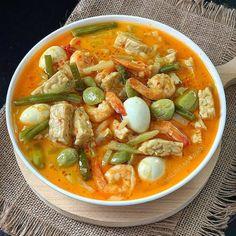 Indonesian Food Traditional, Indonesian Cuisine, Nyonya Food, Asian Recipes, Healthy Recipes, Vegan Junk Food, Malaysian Food, Home Food, Recipes From Heaven