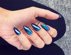 WEBSTA @ patyna_makeup - Chameleon effect  @klinikapiekna  #nails #nailsoftheday #nailstagram #nails2inspire #nailsart #nailsaddict #chromenails #cameleonnails #mani #manicureoftheday #manicure #klinikapiekna #poland