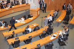 ...... Meu Deus ..... Os Políticos Brasileiros não tem o que fazer ......   Dia do samurai, da alergia e do mergulhador estão entre os projetos de lei apresentados por deputados do DF - Notícias - R7 Distrito Federal