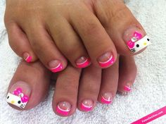 Uñas de pies kawaii de Hello Kitty