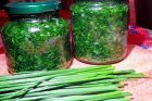 pažitka v oleji Slovak Recipes, Home Canning, Home Food, Kraut, Pesto, Asparagus, Cooking Tips, Cucumber, Food To Make