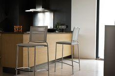 Fly Midj Fly. Sgabello con struttura in acciaio cromato o laccato. Seduta e schienale in: rete, cuoio o cuoio rigenerato. http://www.martinelstore.com/it/prod/sedie/sgabelli/fly-midj-1281.html