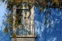 balcón y ventana sobre pared azul | Flickr - Photo Sharing!