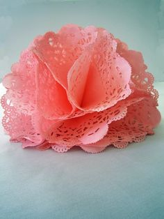 Paper flower made with doilies. Thinking this would work with lightweight paper… Handmade Flowers, Diy Flowers, Fabric Flowers, Doilies Crafts, Paper Doilies, Diy Paper, Paper Crafts, Diy Crafts, Diy Fleur