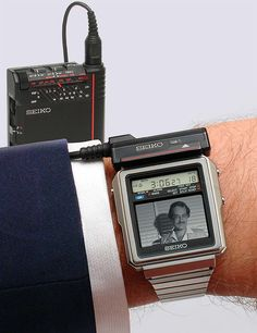 watch,tech-The Seiko TV watch 1982 Japan. This was just before I was born but would love to own one seiko watch tech wearabletech tv tvwatch wr Retro Watches, Vintage Watches, Composition D'image, Tv Vintage, What Is Apple, Tv Watch, Old Technology, Old Tv, Tech Gadgets
