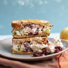 These Leftover Turkey Salad Sandwiches with all kinds of goodies added are the best way to utilize Thanksgiving turkey leftovers! Turkey Salad Sandwich, Philly Cheese Steak Sandwich, Sandwich Recipes, Steak Sandwiches, Sandwich Board, Loaf Bread Recipe, Bread Recipes, Cake Recipes, Cooking Recipes