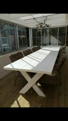 Farmhouse Patio Table Dining Rooms 40 Ideas For 2019 Painted Kitchen Tables, Farmhouse Dining Room Table, Wooden Dining Tables, Farmhouse Bedroom Decor, Dining Rooms, Patio Seating, Patio Table, Diy Patio, Diy Terrasse